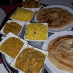 Puten Kuruma, Chicken Curry, 2x Dal, 2x Safran Reis und 2x Garlic Parota - Ceylon Curry - Traiskirchen