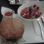 """Lodge Special"" mit Salat und Chili-Salsa - Pony Lodge - Graz"