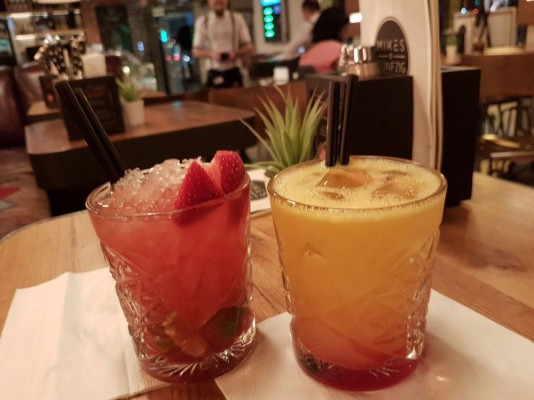 Strawberry Caipirovka + Tequila Sunrise - Andys & Mikes - Wien