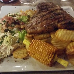 Farmers T-Bone Steak 550 Gramm mit Dollarchips, Maiskolben und Speckbohnen( - The BBQ Steak House - Biedermannsdorf