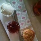 Scones mit Marmelade und Clotted Cream, 3,5.- - Cafe Little Britain - Wien