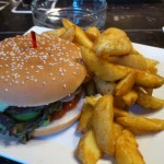 Chilli Burger mit Wedges