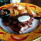Rib Eye Steak mit Potato Wedges - Santos - Bar & Restaurant - Wien