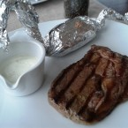The View - Ribeye-Steak mit Ofenkartoffel und Sour-Cream-Sauce (Gutschein) - The View - Wien