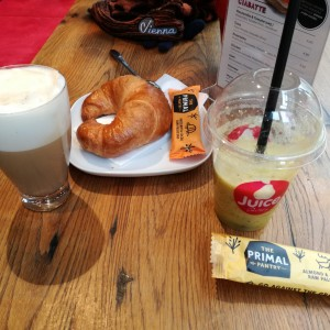 Cafe, Croissant, Fruchtsaft, Raw Bar