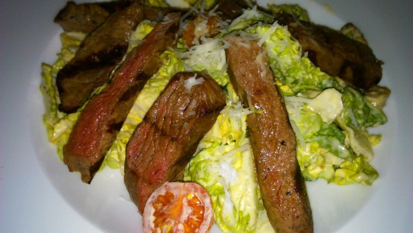 Baby Bibb Salad with Grilled Sirloin Slices - DSTRIKT - Wien