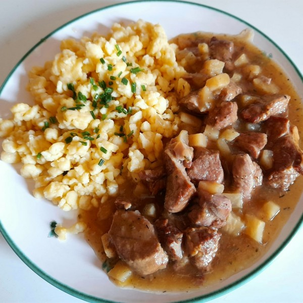 "Lammragout mit Spätzle - Gasthof-Pension ""Zur Bruthenne"" - Furth/Triesting"
