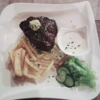 Filetsteak 350g mit Pommes - American Roadhouse - Graz