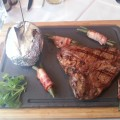 T-Bone Steak mit Speckfisolen und Folienkartoffel