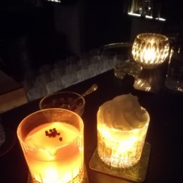 Links ein Gincocktail ohne Namen, rechts ein Dark&Stormy - Josef Cocktail Bar - Wien