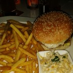 ClockTower - BBQ-Burger mit ClockTime-Fries (EUR 11,50-Bacon, Spiegelei, ... - Clocktower American Bar & Grill - Wien-Süd - Brunn am Gebirge