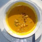 Karotten-Curry-Suppe mit Croutons. - Gasthof Alpenblick - Sulzberg