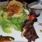 Caesar Salad mit US Filet Mignon (150g) - Clocktower American Bar & Grill - Wien-Süd - Brunn am Gebirge