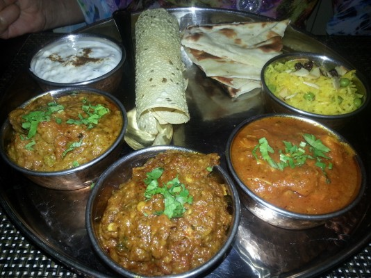 Thali Platte - Beef Korma, Pork Vindaloo, Tulsi Chicken Curry - TULSI - Wien