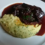 Slow Braised Ox Cheeks with a Port Glaze and Chive Mash - O'Connors Old Oak - Wien