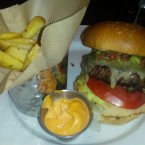 Fiesta Burger mit Pommes - Hard Rock Cafe - Wien