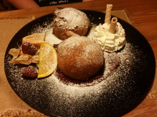 Deep Fried Ice Cream Gebackene Eiskugeln auf Fruchtsauce - Rocky Docky's Western-Steak-House - Wien