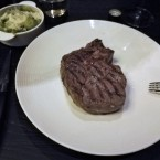 Rib-Eye Steak, 400g, gelungen - Beef & Glory - Steakerei - Wien