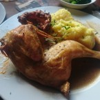 Sunday Roast Chicken with Mash Potato, Gravy, Yorkshire Pudding and Vegetables - O'Connors Old Oak - Wien