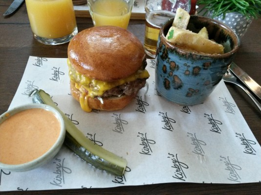 "Bacon Cheeseburger, Truffle fries, ""spicy sauce"" - Kirby´s - Graz"