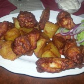 HOT Chicken Wings mit Bratkartoffeln - Angelinis - Perchtoldsdorf